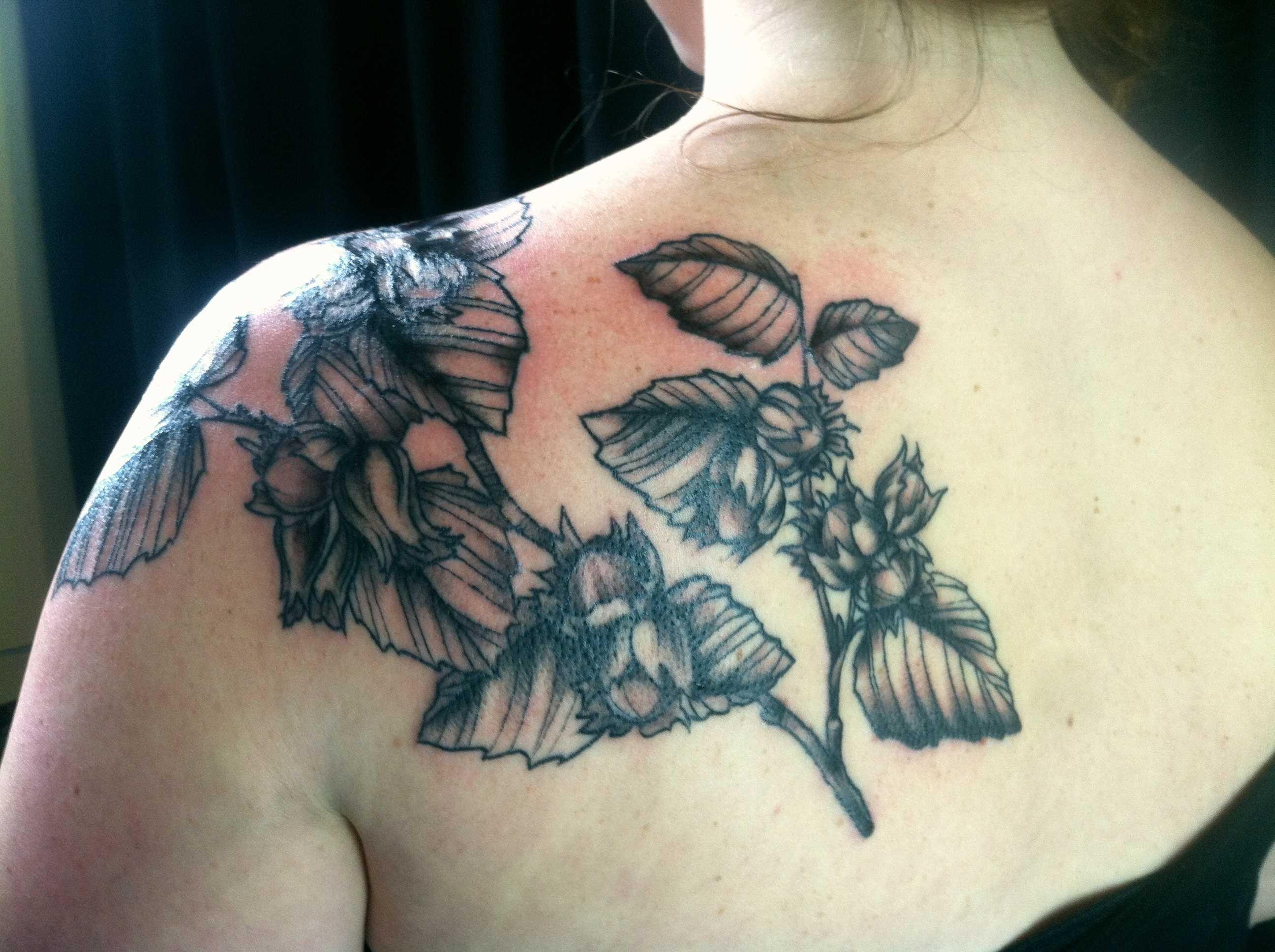 Tatuagem blade meninas - folhas