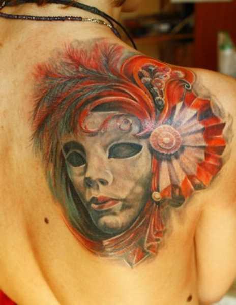 Tatuagem blade meninas - máscara com penas
