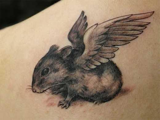 Tatuagem blade meninas - rato com asas
