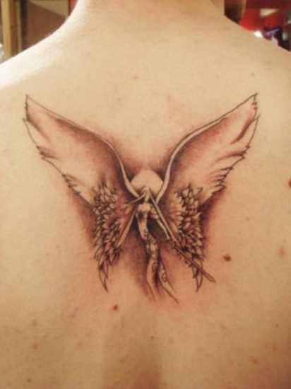 Tatuagem da coluna vertebral, a menina - a menina-anjo com a espada