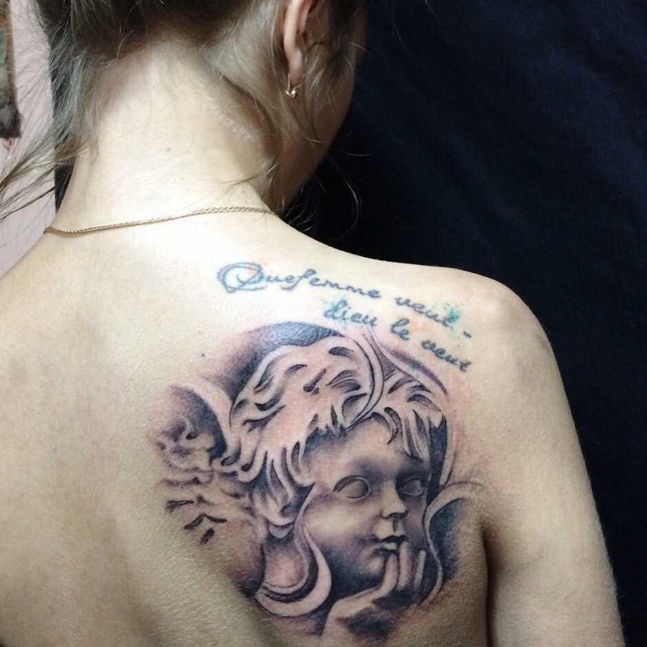 Tatuagem de anjo blade menina