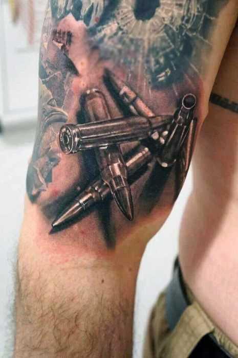 Tatuagem de balas no quadril homens