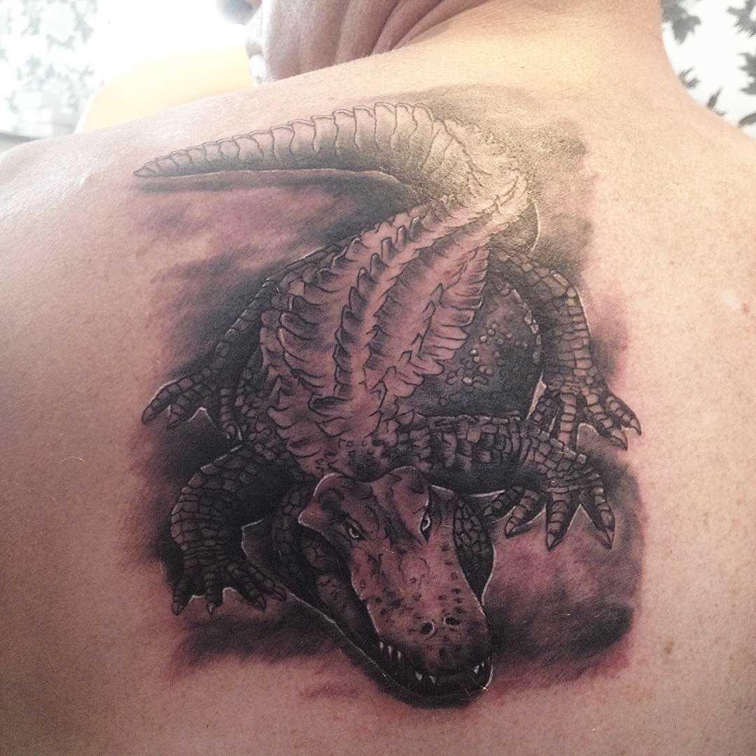 Tatuagem de crocodilo blade cara