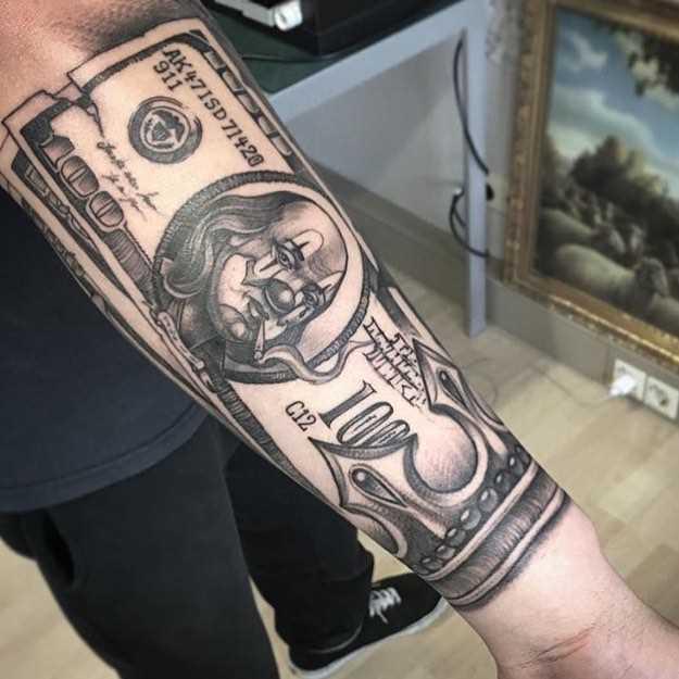 Tatuagem de dinheiro no antebraço cara