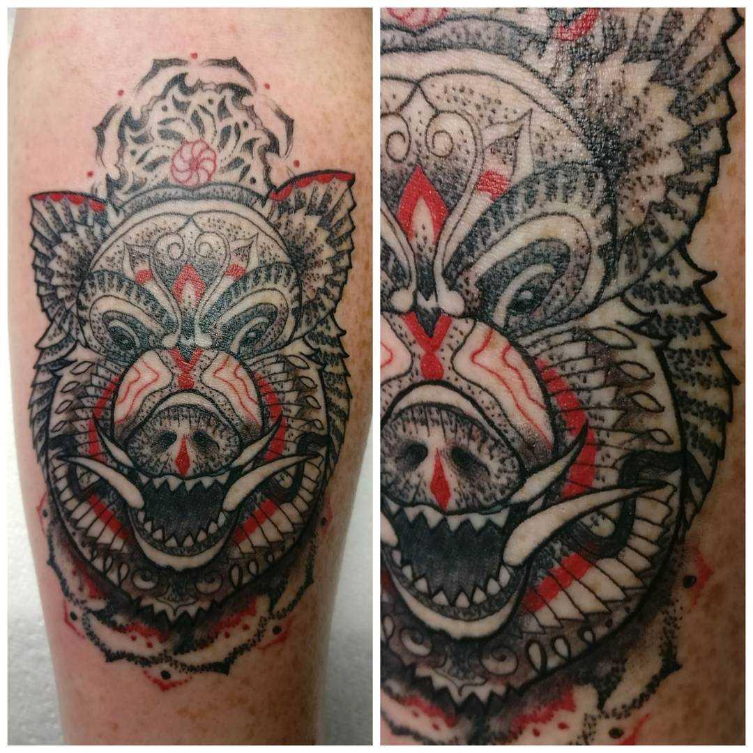 Tatuagem de javali no antebraço cara