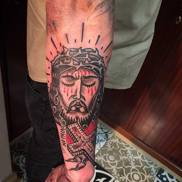 Tatuagem de Jesus no antebraço homens no estilo oldschool