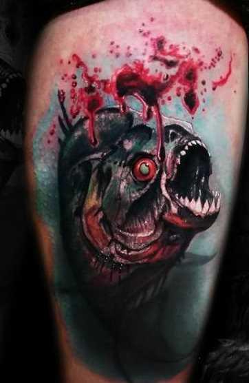 Tatuagem de piranhas no quadril homens