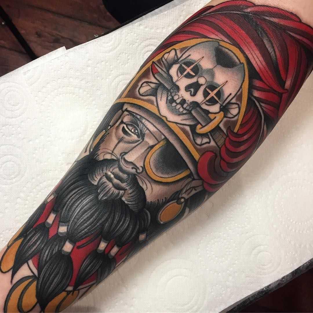 Tatuagem de pirata no antebraço cara