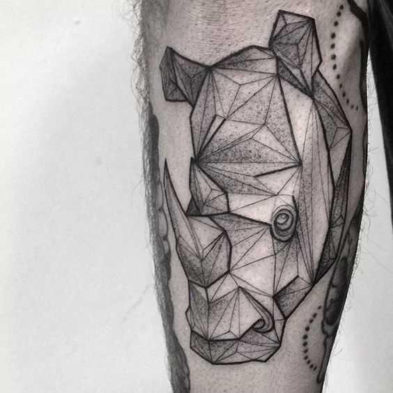 Tatuagem de rinoceronte no antebraço cara