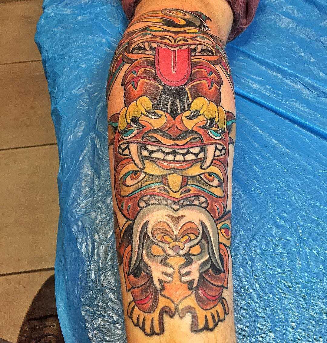 Tatuagem de totem no antebraço cara
