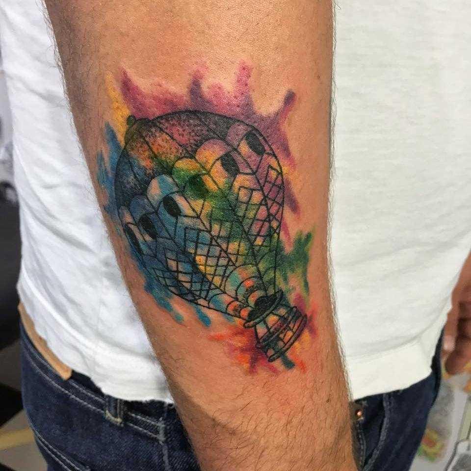 Tatuagem de um balão de ar no antebraço homens