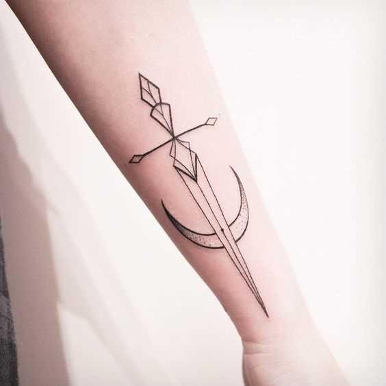 Tatuagem espada no antebraço cara