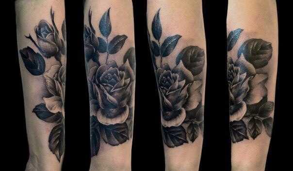 Tatuagem feminina de mão - realista rosa
