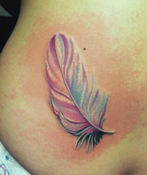 Tatuagem na barriga da menina - caneta