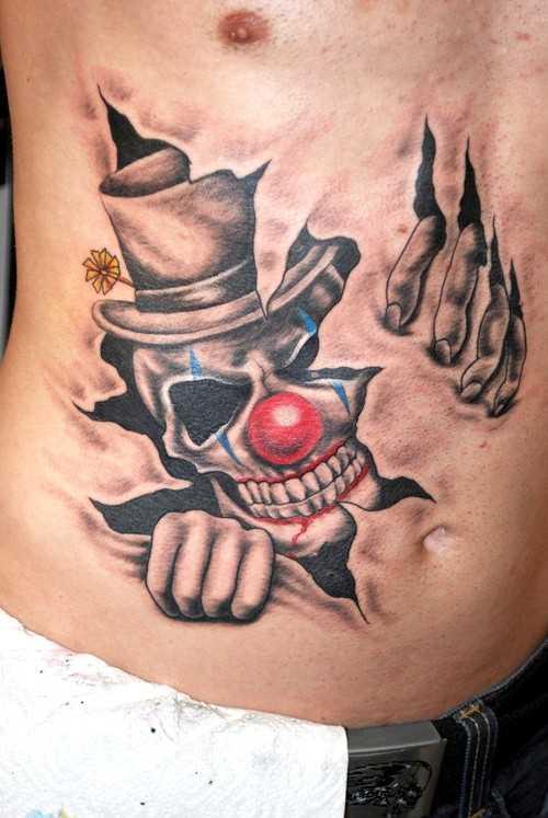 Tatuagem na barriga de um cara - um palhaço em estilo 3d