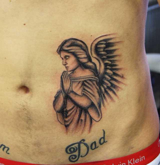 Tatuagem na barriga do cara - a oração do anjo