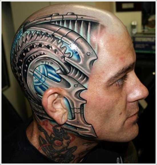 Tatuagem na cabeça de um cara no estilo de biomecânica