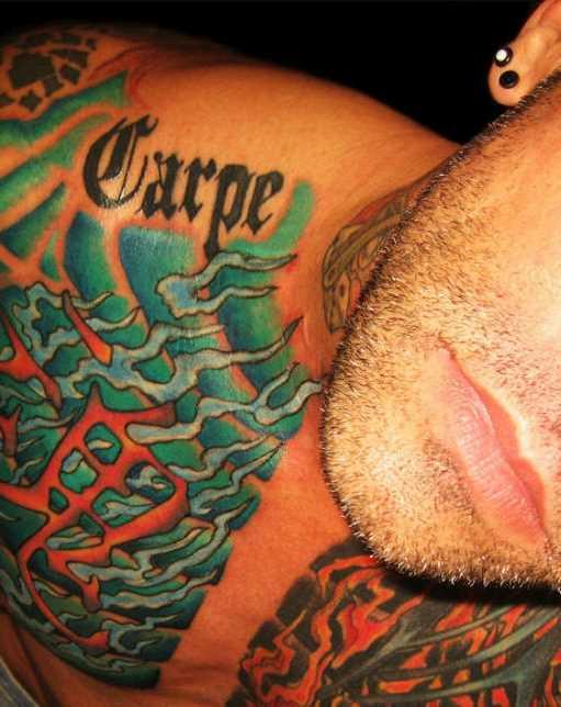 Tatuagem na cara no peito - chama
