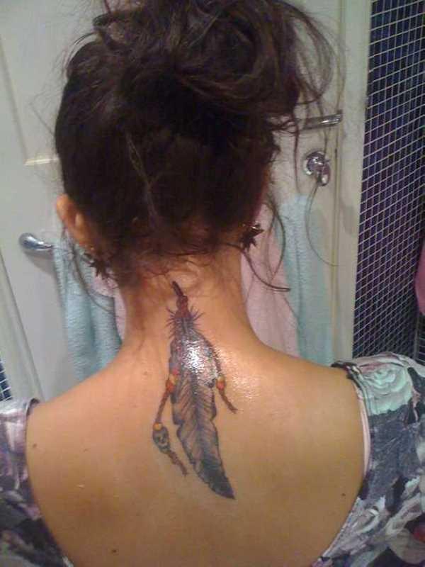 Tatuagem na coluna da menina - caneta