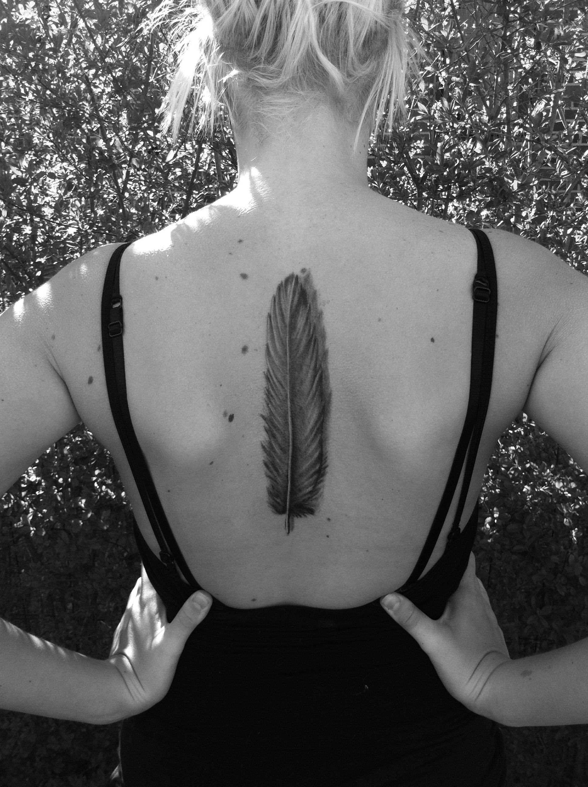 Tatuagem na espinha, as meninas - caneta