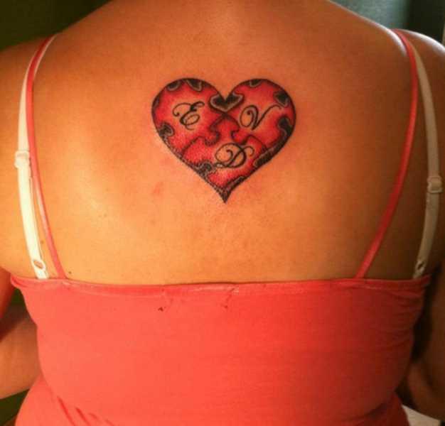 Tatuagem na espinha meninas quebra - cabeças com letras