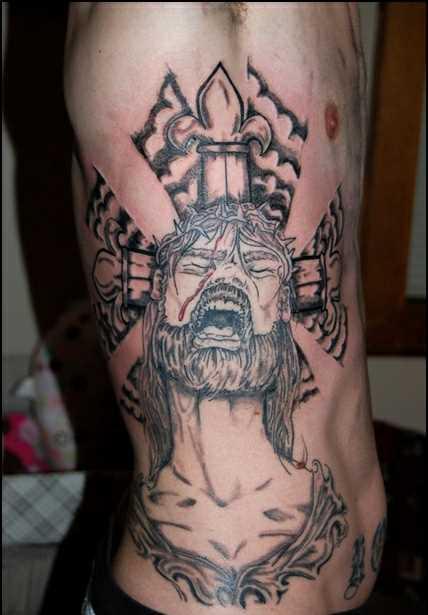 Tatuagem na lateral da cara - a cruz e o sofrimento de Jesus