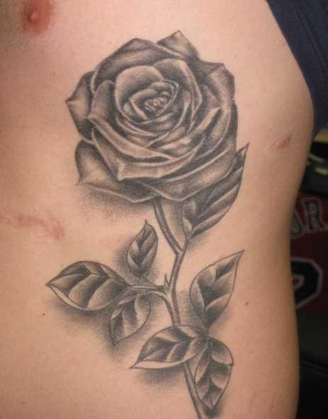 Tatuagem na lateral da cara - rosa