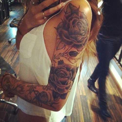Tatuagem na mão meninas - rosa