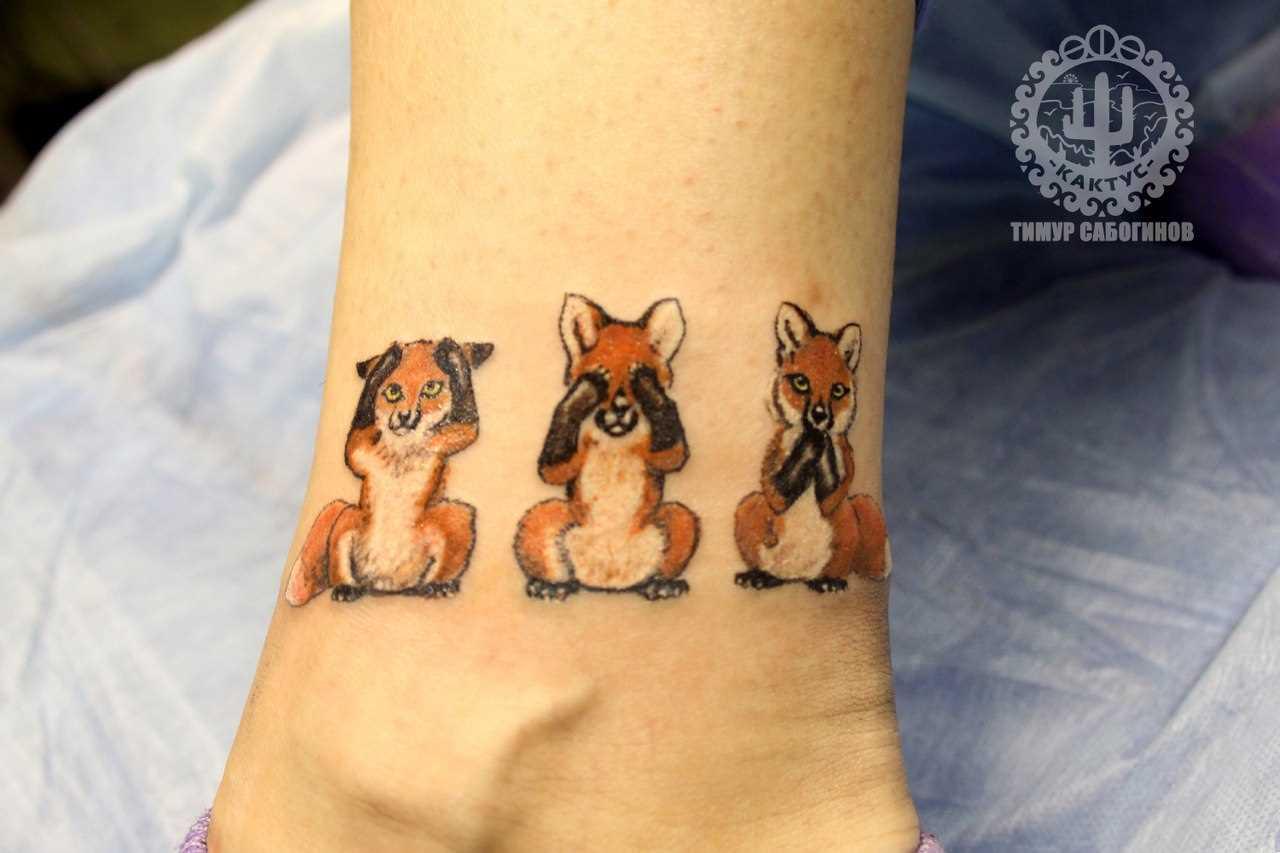 Tatuagem na perna da menina - cogumelos