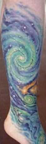 Tatuagem na perna da menina - espaço