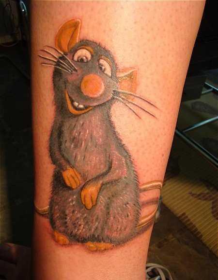 Tatuagem na perna da menina - mouse