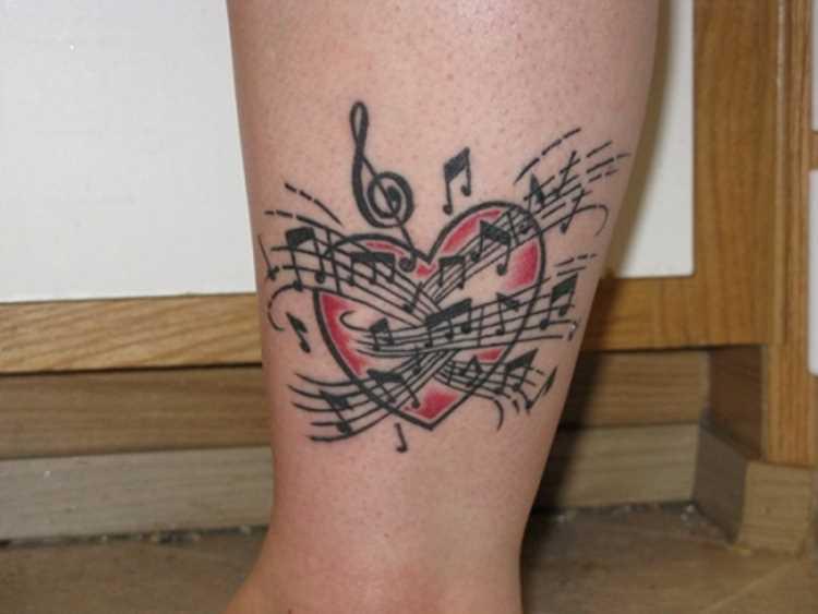 Tatuagem na perna da menina - notas