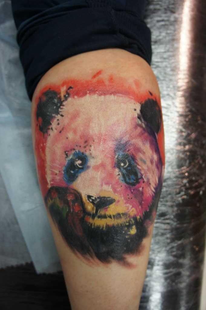 Tatuagem na perna da menina - panda