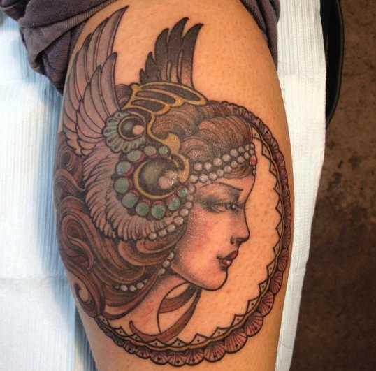 Tatuagem na perna da menina - Valkyrie