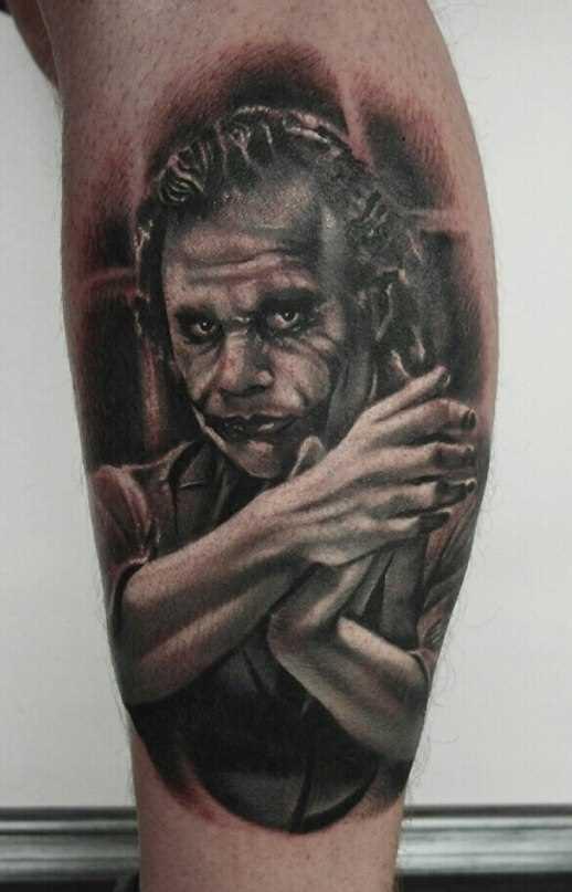 Tatuagem na perna de um cara - coringa