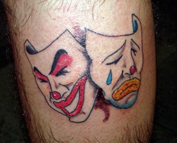 Tatuagem na perna de um cara - maskai