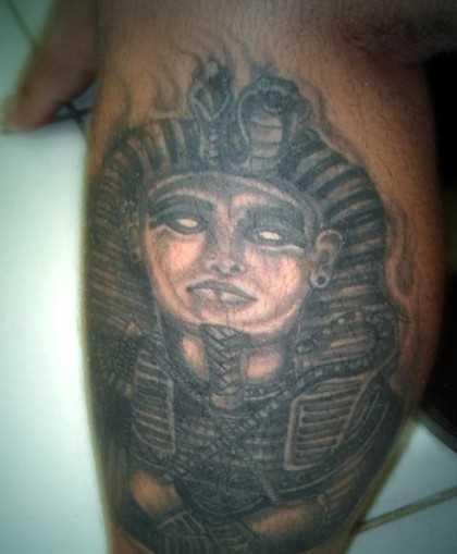 Tatuagem na perna do cara - a esfinge