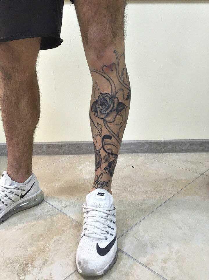 Tatuagem na perna do cara - de- rosas