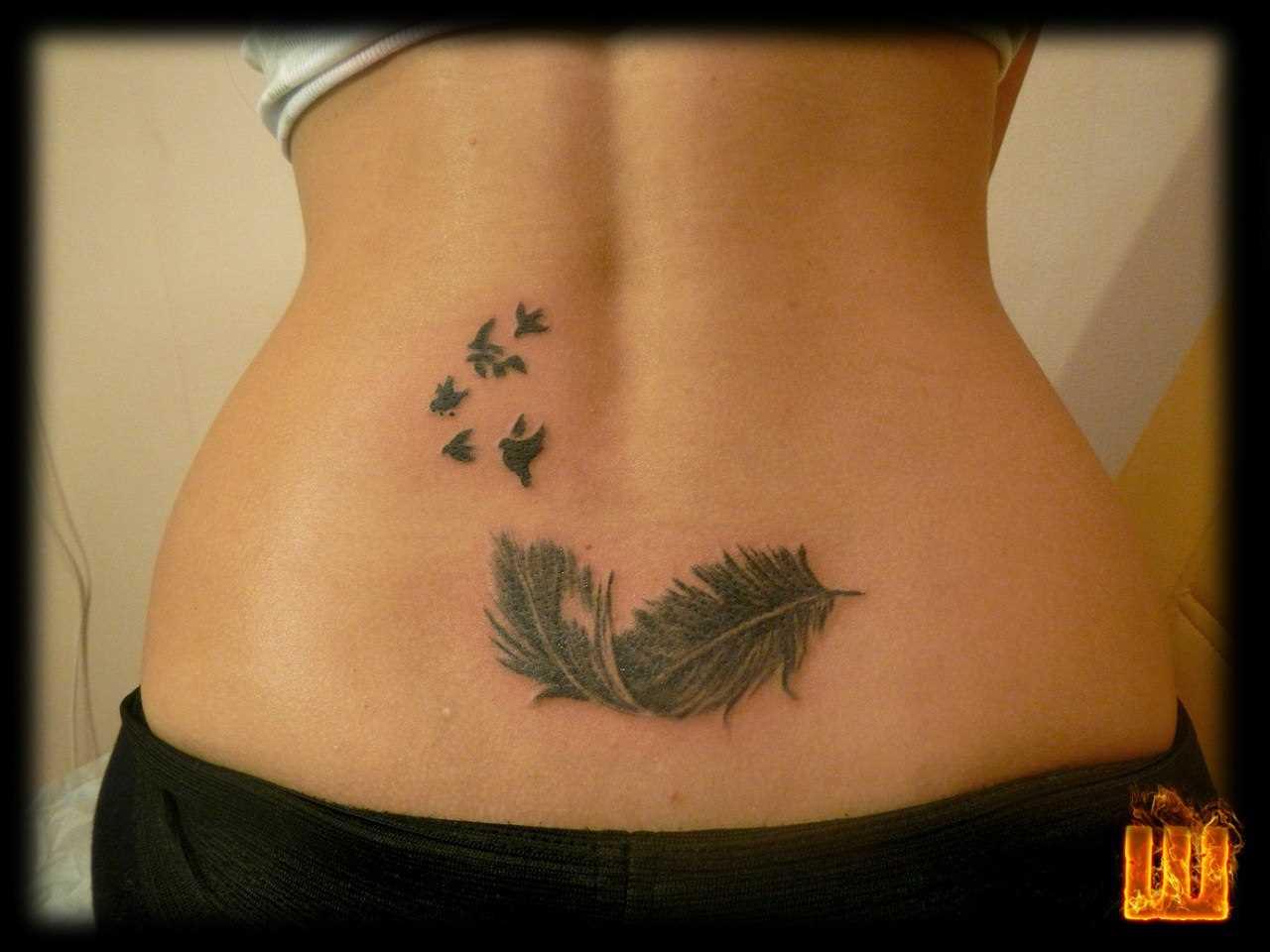Tatuagem nas costas da menina - caneta