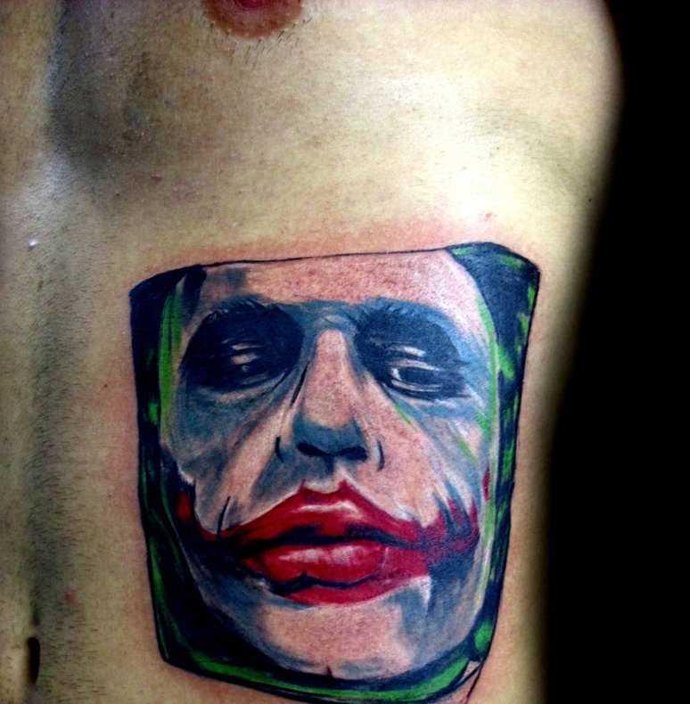 Tatuagem nas costelas cara - coringa