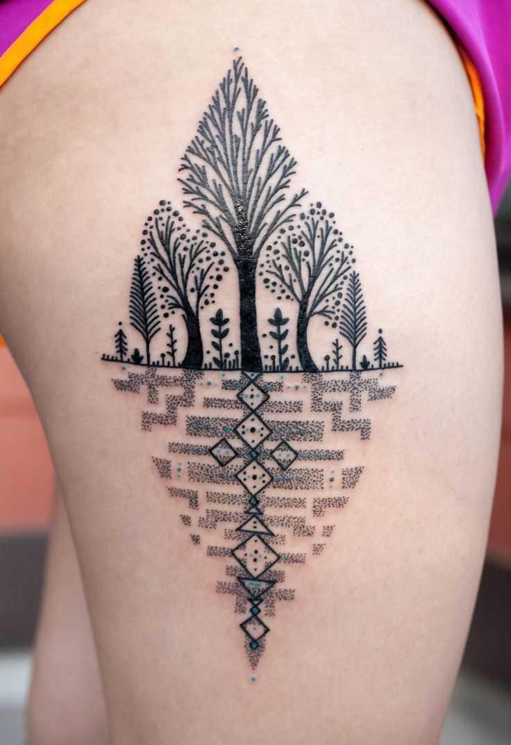 Tatuagem nas coxas da menina - árvores