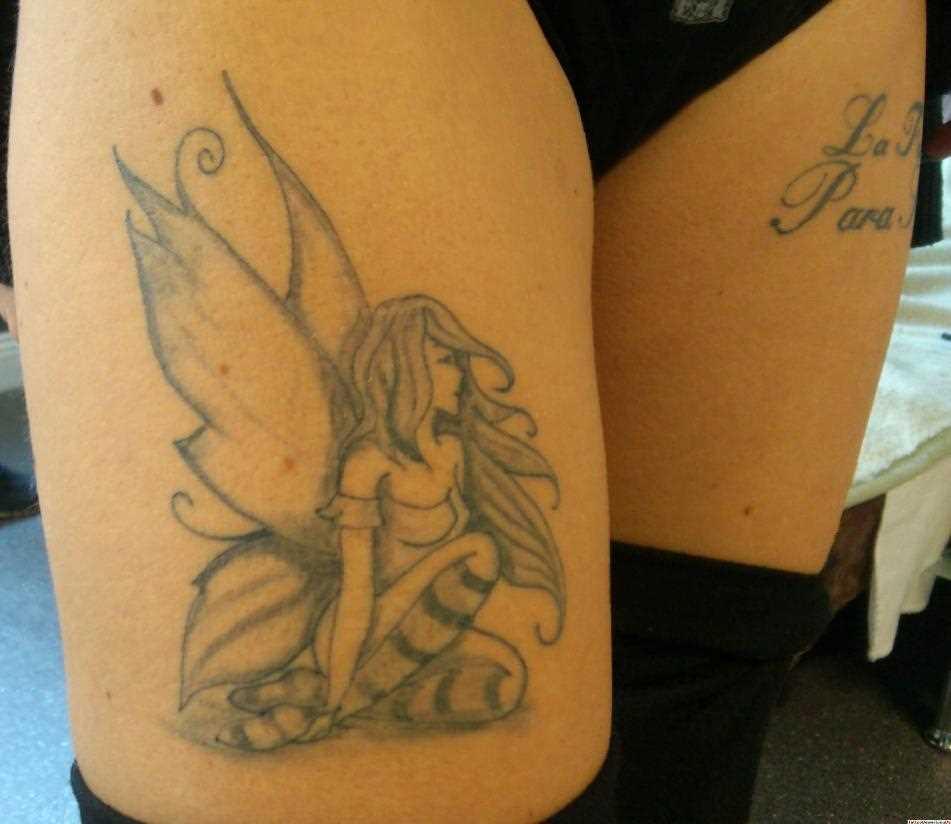 Tatuagem nas coxas da menina - fada