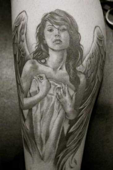 Tatuagem no antebraço a menina - anjo em forma de menina bonita