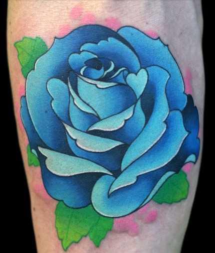 Tatuagem no antebraço, as meninas - a rosa azul