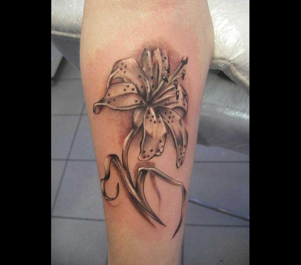 Tatuagem no antebraço, as meninas - lírio