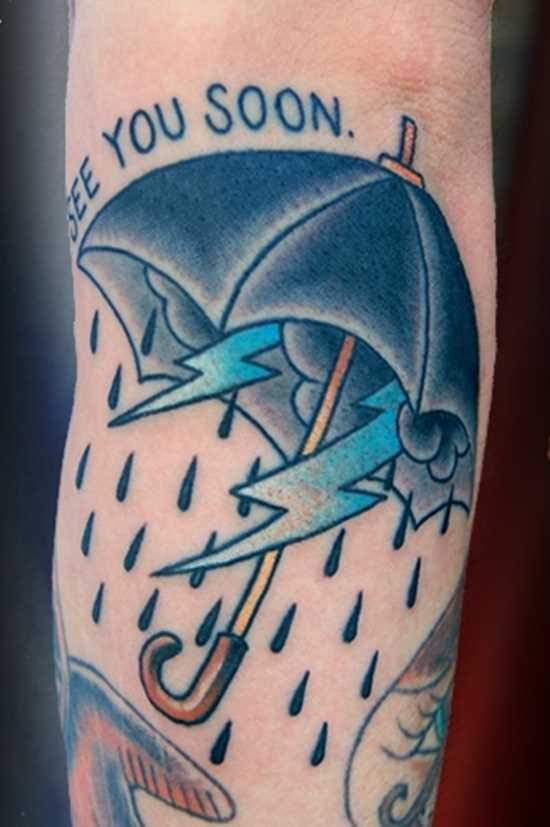 Tatuagem no antebraço, as meninas - relâmpago, chuva e guarda-sol