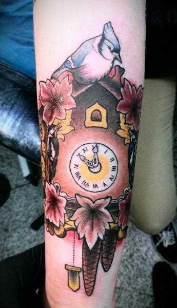 Tatuagem no antebraço, as meninas - relógio cuco