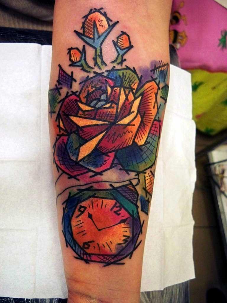 Tatuagem no antebraço, as meninas rosa e relógios
