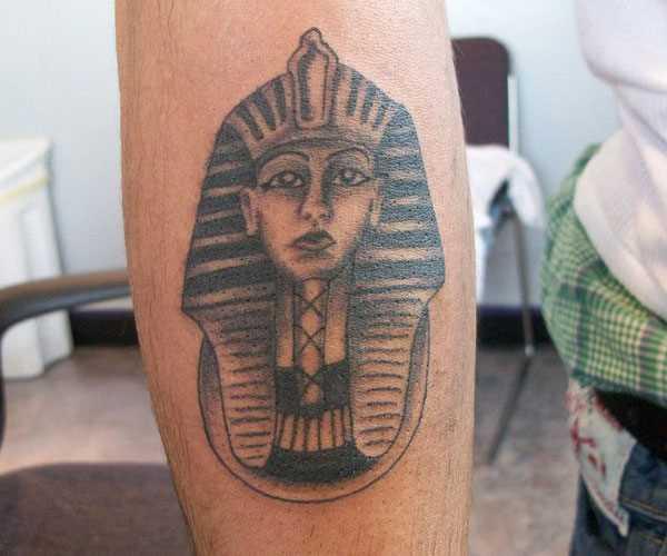 Tatuagem no antebraço cara - a esfinge