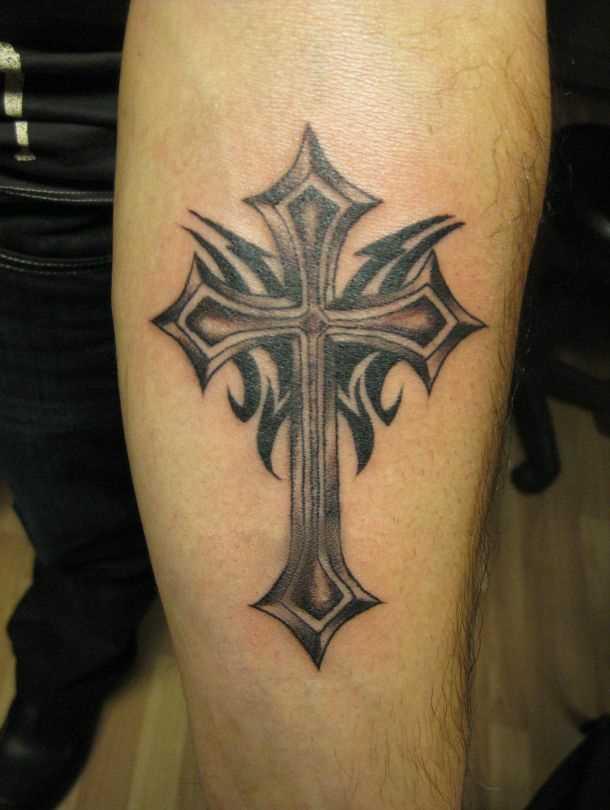 Tatuagem no antebraço cara - cruz